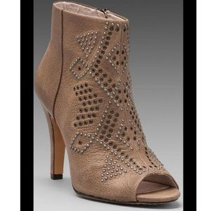 Vince Camuto Kanster bootie in smoke taupe